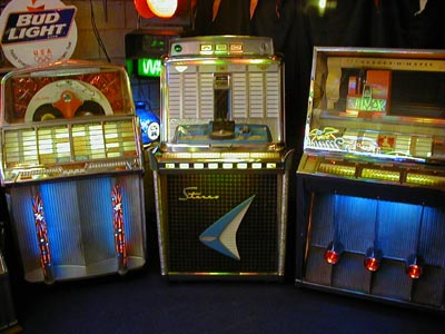 Eddy and Babs Beyst with a restored jukebox